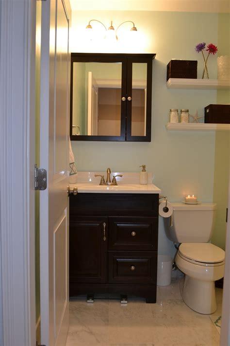 Como Decorar Un Bano Pequeno Y Sencillo #6: Cuarto-lavabo-mueble-negro.jpg