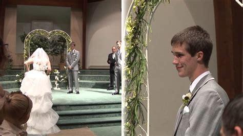 Wedding Aisle Singing sings look at me the aisle