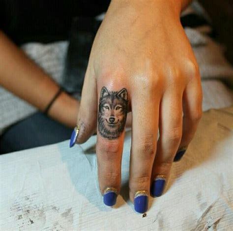 tattoo auf dem finger kosten 1001 ideen f 252 r einen tollen wolf tattoo die ihnen sehr