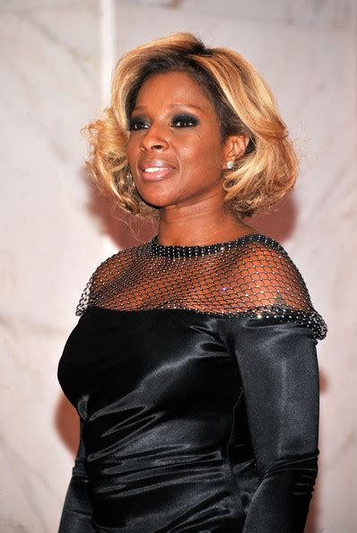 mary j blige flipped hair hair crush wednesday the evolution of mary j blige s hair