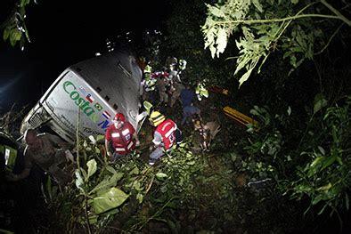 imagenes niños muertos once ni 241 os entre los 50 muertos en el accidente de un