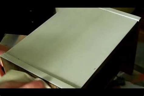 Holz Lackieren Fleckig by Furnier Lackieren So Erneuern Sie Den Lack Auf