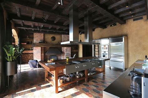 Residence BO: Luxurious Kiev Villa Wrapped in Rustic