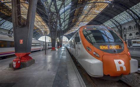 Motorrad Transport Zug Spanien by Herunterladen Hintergrundbild Barcelona Bahnhof Zug