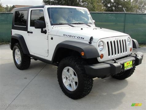 white jeep rubicon stone white 2009 jeep wrangler rubicon 4x4 exterior photo