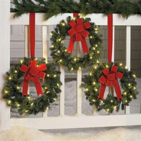 Fensterdeko Weihnachten Kranz by Fensterdekoration Als Ein Teil Der Inneneinrichtung