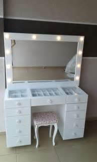 Makeup Dresser by Best 25 Makeup Vanity Desk Ideas On Makeup Desk Diy Makeup Station And Diy Makeup