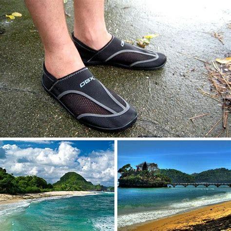 Model Sepatu Pantai 5 sepatu cowok yang cocok kamu pakai saat liburan
