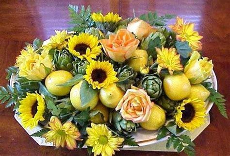 fiori con la frutta decorare la tavola con frutta e fiori bricolage