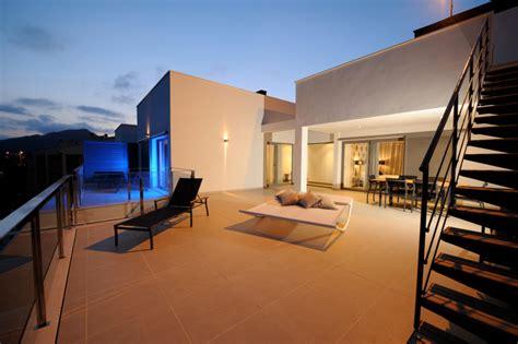 haus außenansicht planen idee treppe balkon
