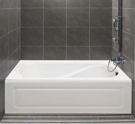 Alcove's bathtub with integrated tiling flange and