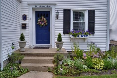 Small House Front Yard Landscaping Pictures 100 Landscaping Ideas For Front Yards And Backyards