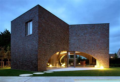 symmetrical tripartite villa moerkensheide interiorzine