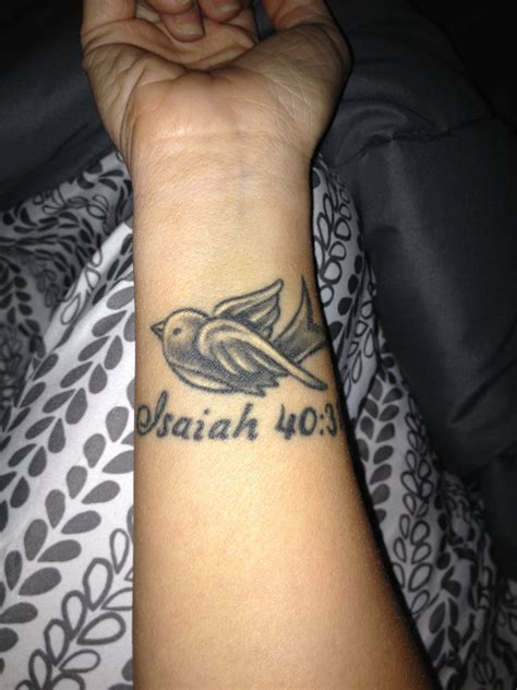 wrist memorial tattoos my wrist in memory of my isaiah 40 31 ink
