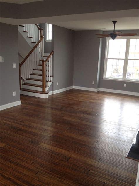 light wood floors     color walls