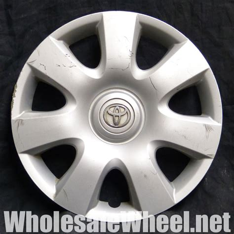 Hubcaps For Toyota Camry Toyota Hubcaps 61115 Toyota Camry 15 Quot Silver Hubcap