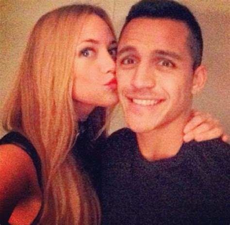alexis sanchez partner alexis sanchez s girlfriend posts sexy photo of her