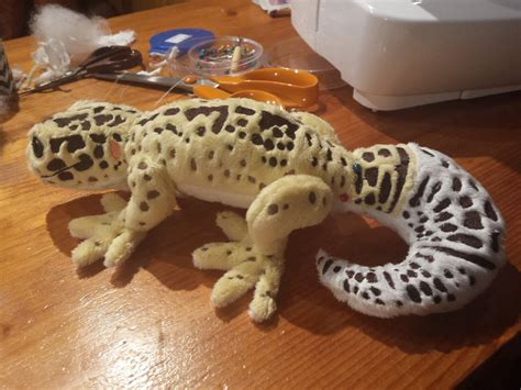 this is plush this however is a plush gecko by shirothewhitewolf on deviantart