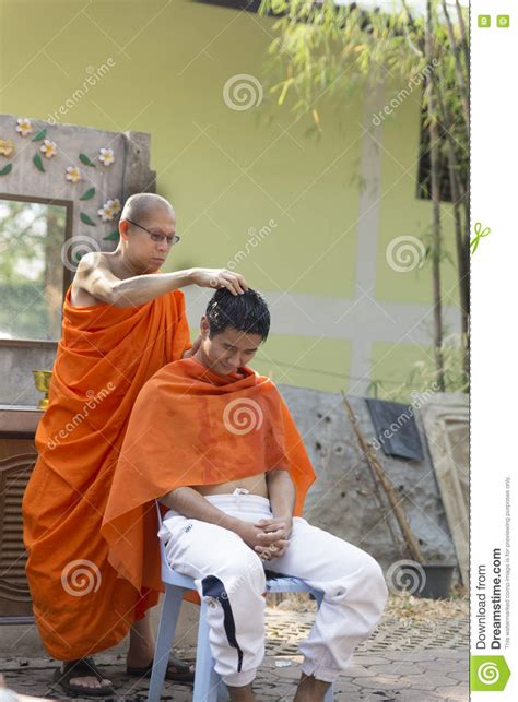 buddhist hair traditions monk shave man s hair before buddhist monk ordination