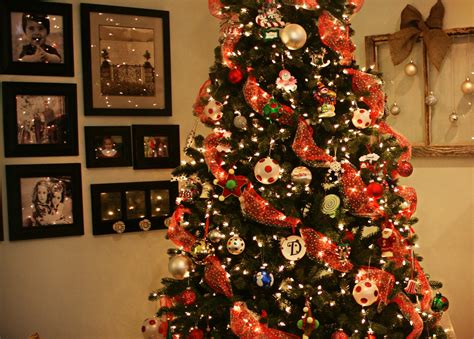 decorating a christmas tree with mesh netting tree decorating ideas mesh ribbon www indiepedia org