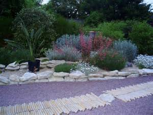 comment amenager jardin mediterraneen