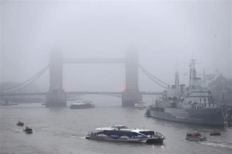 London weather: Heathrow and Gatwick Airports warn of more ...