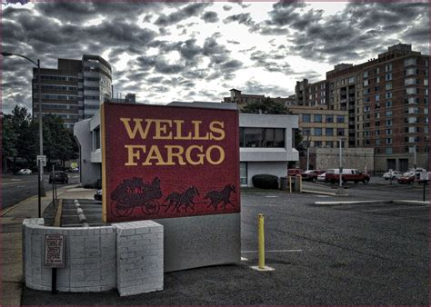 wells fargo ordered  fed  restrict asset growth auto