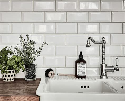 2x4 Beveled Subway Tile Backsplash by 12 Subway Tile Backsplash Design Ideas Installation Tips