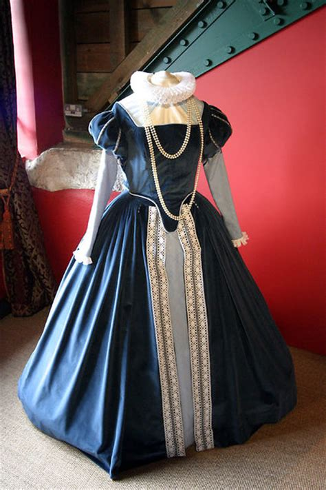 Wedding Attire During Elizabethan Era by Elizabethan Dress Photo Picture Image Buckland