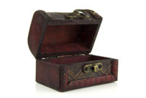 the in the chor trunk an blanc mystery books vieux coffre en bois ouvert photo libre de droits image