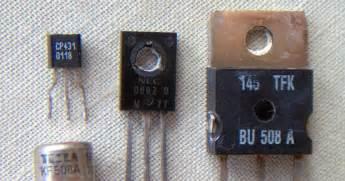akabriudara beda transistor pnp dan npn