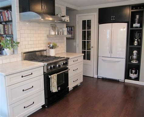 Kitchens With White Cabinets And Black Appliances Joyce S Black White Kitchen Hooked On Houses