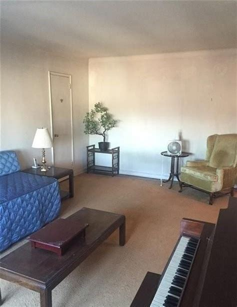 Studio Apartment For Rent In Elmhurst House For Rent In New York Apartments Flats Commercial