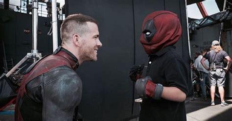Topeng Deadpool Mask Dead Pool Antihero Xmen X 1 dressed up as deadpool to visit a boy