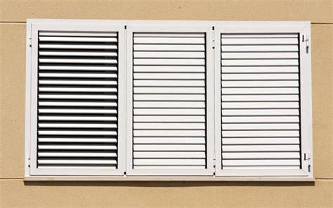 precio ventana de aluminio de seguridad ventanas de aluminio con mallorquinas persianas y mosquiteras aluminer