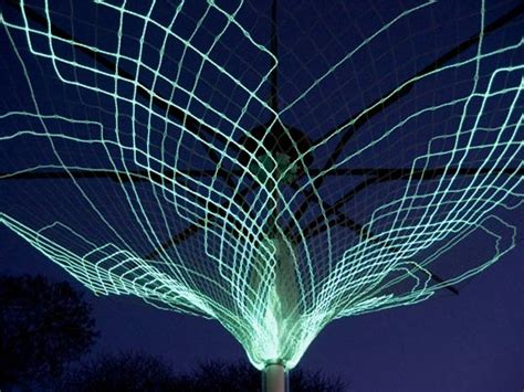 Solar Powered Tree Lights Sonumbra Solar Powered Tree Lights Up The