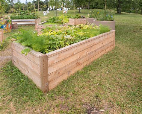 Wie Wird Ein Hochbeet Befüllt by Ein Hochbeet Im Garten Gesundes Gem 252 Se Selbst Anbauen