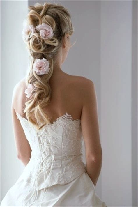 Wedding Hairstyles For Thick Hair by 14 Great Hairstyles For Thick Hair Pretty Designs