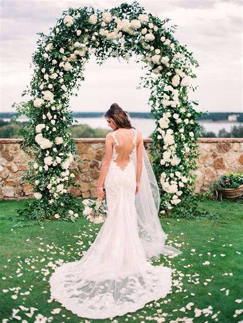 Wedding Arch No Flowers by 1000 Ideas About Wedding Arch Rental On