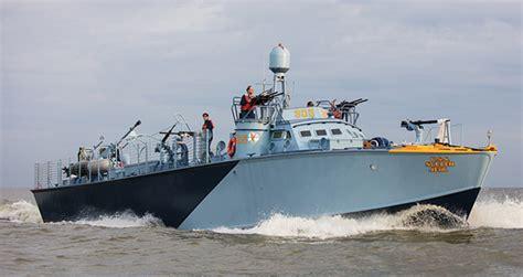 pt boat power refitting a world war ii pt boat power motoryacht