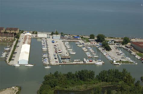 boat brands starting with b brands marina in port clinton oh united states marina