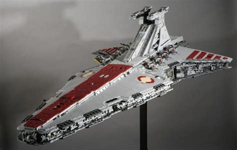 22 of the Geekiest Star Wars LEGO Sets (list)