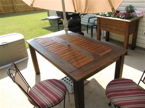 how to build a large free standing pergola kitchen table