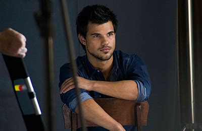 taylor lautner bench beyond twilight 2 new old bts pictures of taylor lautner