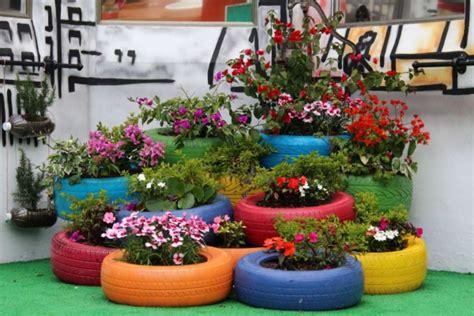 ideas para decorar un jardin con llantas de coche de todo un poco haz un jardin con llantas