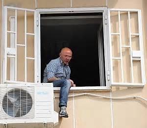 polizia di stato bari permesso di soggiorno il primo maggio della disperazione senza lavoro e permesso