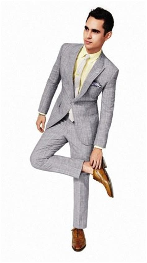 what shade of grey suit looks best with brown shoes quora