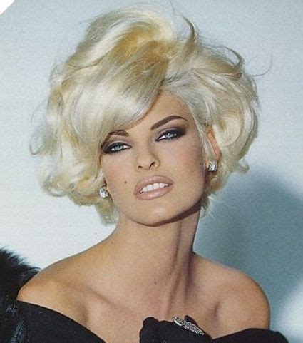 90s supermodels with short hair linda evangelista one of my favorite and most versatile