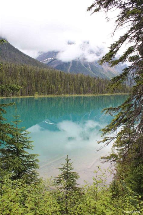 emerald lake canada map 17 best ideas about emerald lake on canada