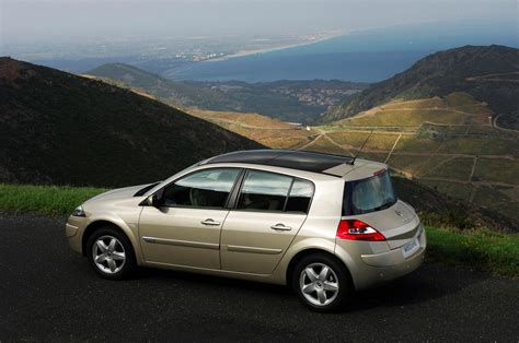 renault megane 2005 hatchback renault megane hatchback review 2006 2009 parkers
